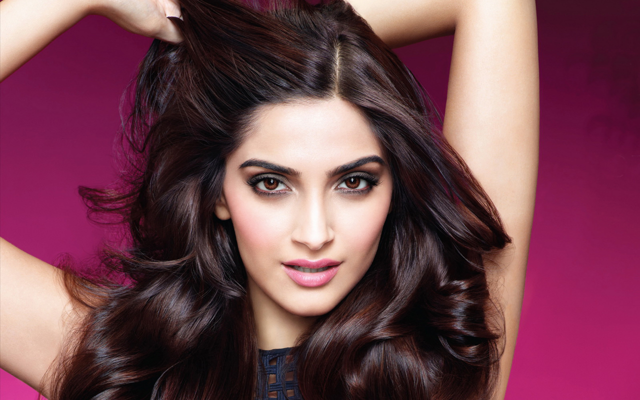 Sonam Kapoor shifted to Mumbai by air ambulance for swine flu treatment